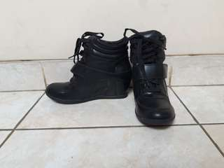 Tracce Black Wedges Boots