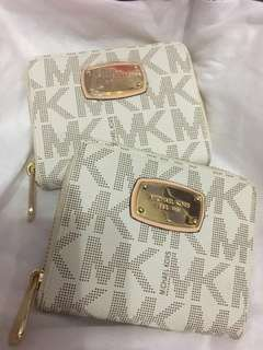 Michael Kors Small wallet made in china per each wallet post in the price with flaw in lining zipper slighty dirt last price
