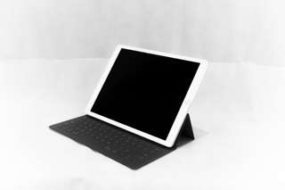 Ipad pro 12 inch silver with apple keyboard case