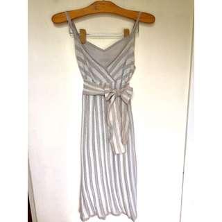 所有商品皆可議價‼️ 極少穿 MOMA 銀色條紋細肩帶小洋裝 S