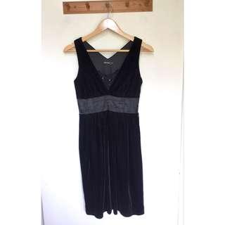 所有商品皆可議價‼️ 極少穿 MOMA 顯瘦小黑裙