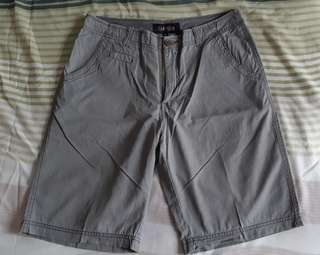 Celana Pendek Abu size 32