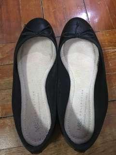 M&S 黑色平底鞋