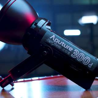 Aputure 300D light unit with Free two extra batteries