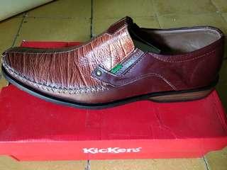 Sepatu kickers size 42