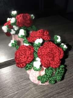 Crochet pink basket w roses - red
