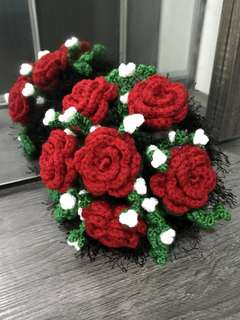 Crochet roses - red - bouquet black trimming