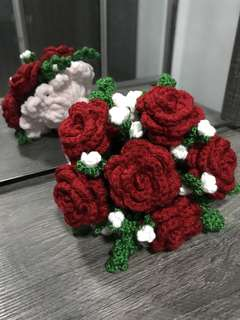 Crochet 1/2 dozen flower bouquet - red roses