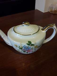 Royal vale uk teapot