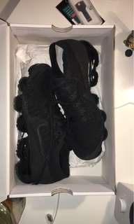 Nike air vapormax US7 triple black flyknit