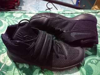 Nike kyrie 2 triple black size 10 original (slightly used)