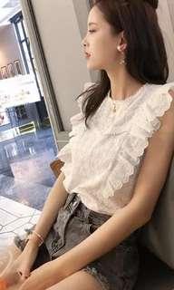 🚚 鈎花蕾絲衫韓系chic無袖白色上衣+小香風水溶蕾絲背心