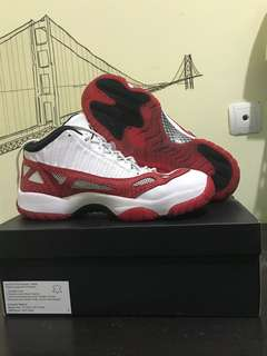 Sepatu Basket Besar Air Jordan 11 Retro Low IE Red