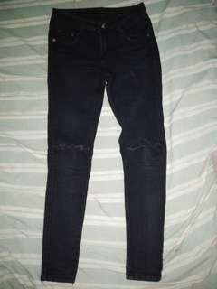 ripped jeans (preloved)