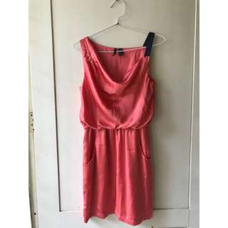 Satin dress selutut