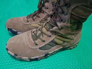 Sepatu Gurun ukuran 43