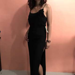 BLACK EVENING GOWN WITH SLIT