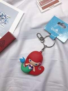 🚚 香港帶回🇭🇰 迪士尼小美人魚吊飾鑰匙圈