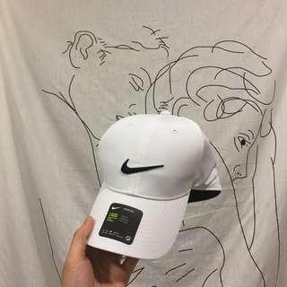 Nike 高爾夫球帽 黑/白