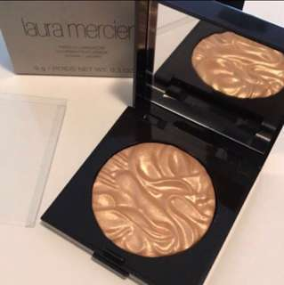"Laura mercier face illuminator ""Addiction"""