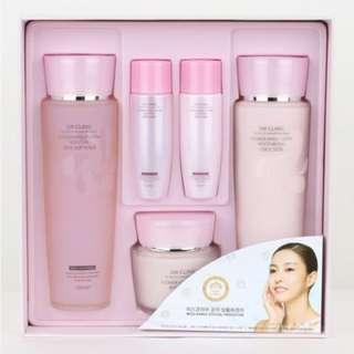 3W Clinic Flower Effect Extra Moisturizing Skin Care Set