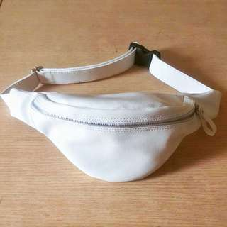 Belt bag white