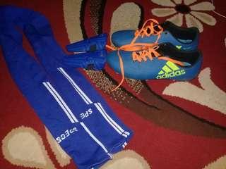 Sepatu bola lengkap