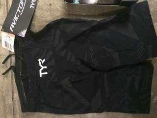 TYR AVICTOR size 24