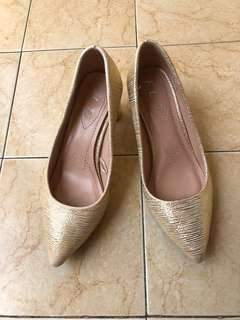 Gold shoes / heels