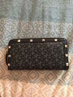 Auth DKNY Zip Around Wallet