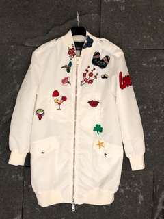 白色防風外套
