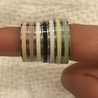 7 coloured FOSSIL rings