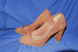 Ladies Heel Pump