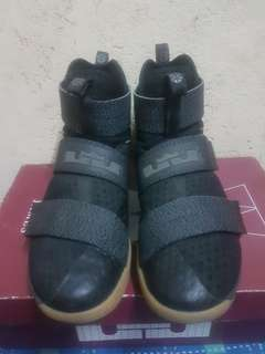 Nike Lebron Soldier X (10) size 9 US black sfg