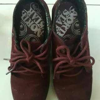 Boot maroon