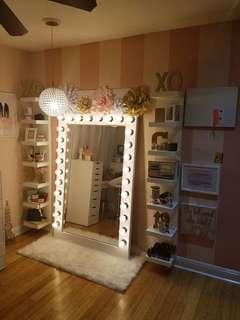 Vanity/ makeup station
