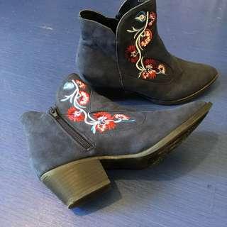 🚚 刺繡靴