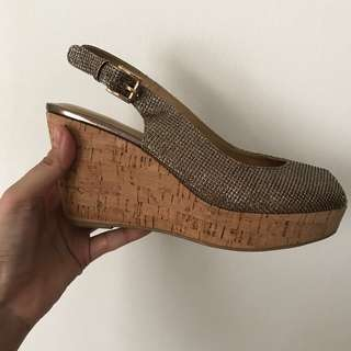 Andre valentino wedges