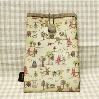 🚚 免費贈品💖可愛圖案手機袋 小背袋 手機包 行動電源包 硬碟包 小背包 隨身背包