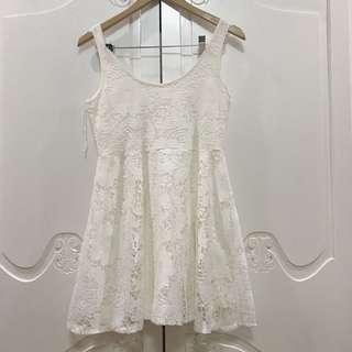 American Eagle Sleeveless White Laced Dress