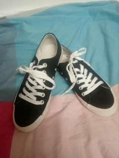 GU black casual sneakers 95% new