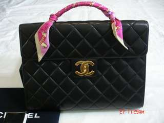 Vintage Chanel黑色羊皮大金扣kelly handle 37x28cm