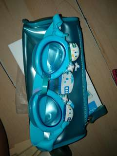 Kids goggles with poucb