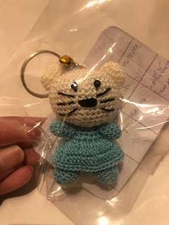 Knitted cat keychain
