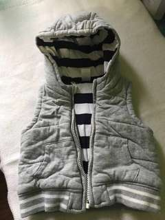 Sleveless Jacket w/hood