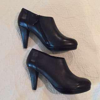 Cynthia Rowley Black Ankle Boots/Booties Size US 7