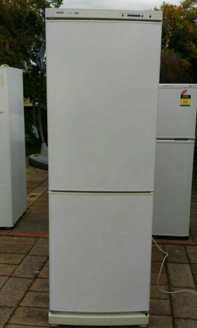 BOSCH frost-free fridge freezer 300 litres