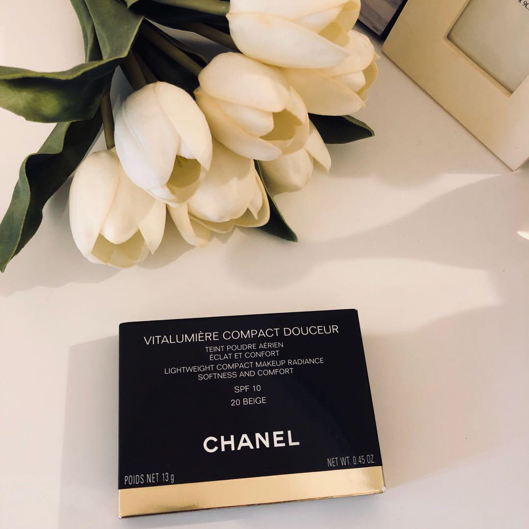 Chanel Lightweight compact makeup radiance softness and comfort. SPF10. Color: 20 Beige. 13g. Made in Italy. Bought 102aud at Myer.