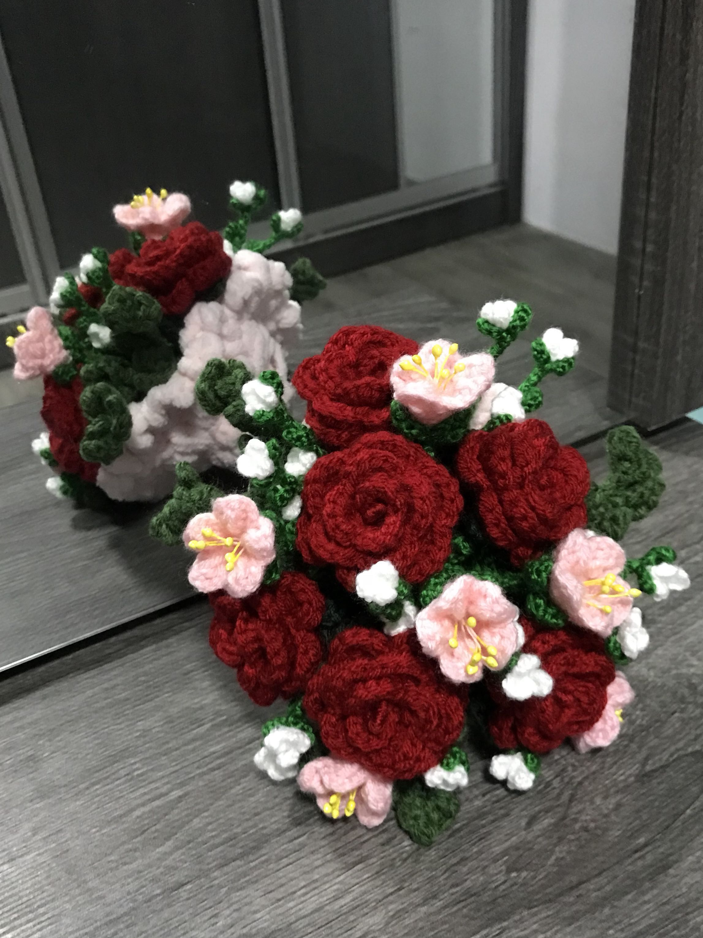 Crochet flower bouquet red roses with pink n white flowers design photo photo izmirmasajfo