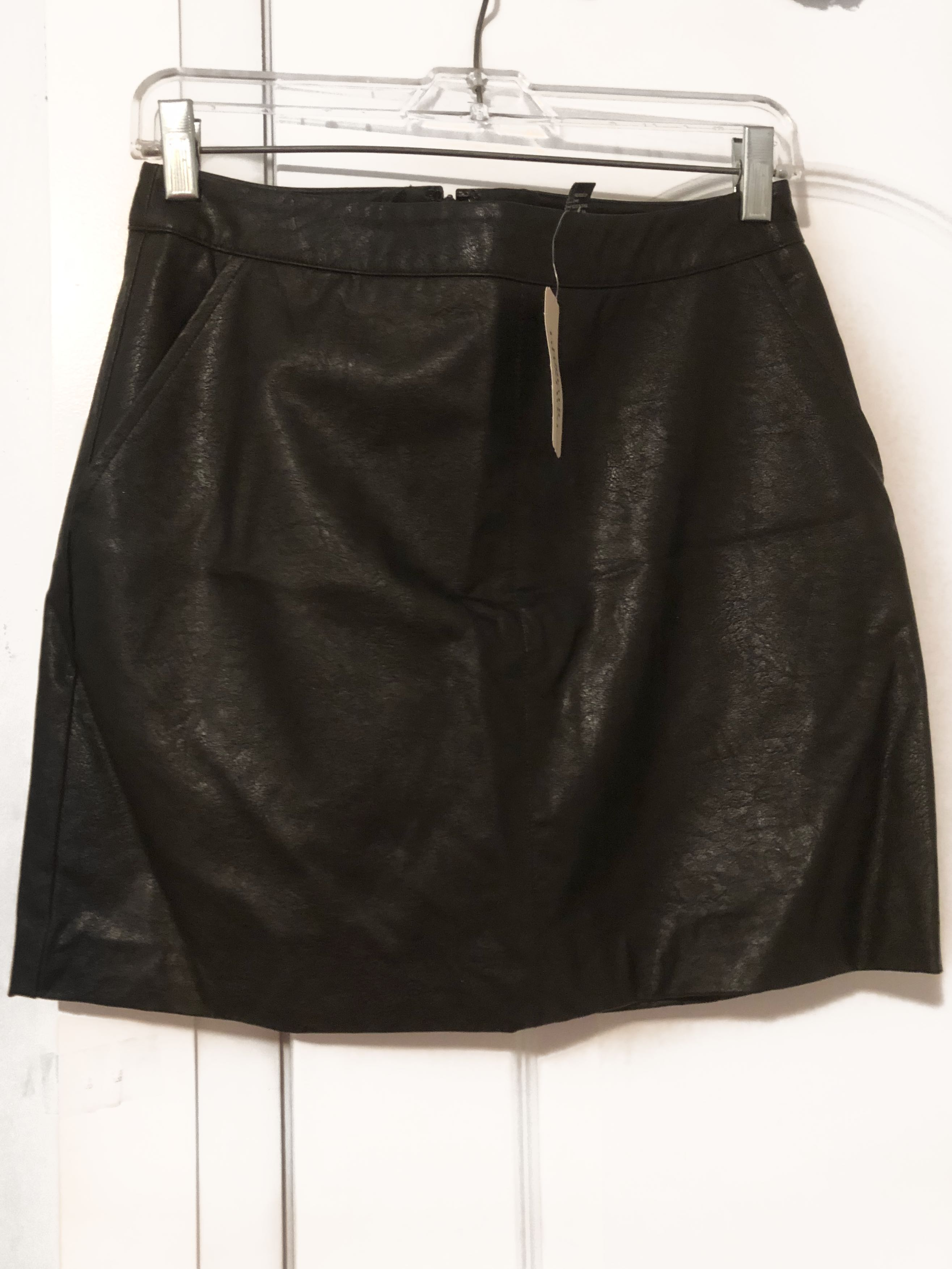 FOREVER 21 - Faux Leather Mini (M)